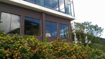Toà nhà luôn được khách du lịch đến Tam Đảo trầm trồ vì vẻ đẹp nổi bật của nó so với xung quanh. Ảnh: báo DT