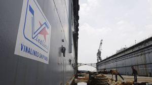 Tư liệu - Các nhân viên bảo vệ đứng gác bên trong đốc tàu No 83M của Vinalines. Ảnh: Reuters.