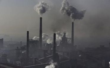 Một nhà máy ở TQ gây ô nhiễm môi trường. Nguồn: internet