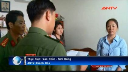 Truyền hình Việt Nam có mặt và đưa tin về vụ bắt blogger Mẹ Nấm. Ảnh: ANTV