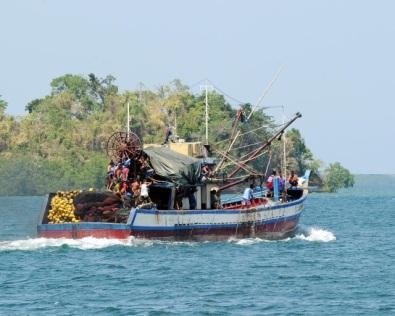 Mặc dù thắng được Trung Quốc trong cuộc tranh tụng về bãi cạn Scarborough, Philippines đã đề cập vấn đề này một cách hết sức thận trọng. Phương sách mềm dẻo của Philippines đã mở ra một cánh cửa để đạt đến một thỏa thuận chung khả thi với đối thủ mạnh của mình về các quyền đánh cá trong vùng biển còn tranh chấp. Ảnh: TED ALJIBE/AFP/GettyImages