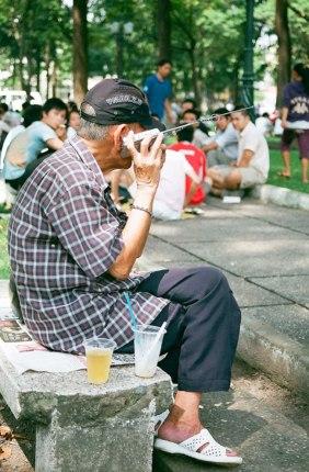 Chỉ người nghèo mới quan tâm lắng nghe những vấn đề của cuộc sống? Ảnh Thanh Hảo