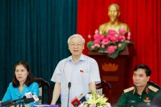 Tổng bí thư Nguyễn Phú Trọng tiếp xúc cử tri Hà Nội (Ảnh: Tuổi Trẻ)