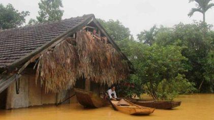 Lũ lụt ở huyện Hương Khê, Hà Tĩnh. Ảnh: AFP