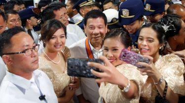 Tổng thống Rodrigo Duterte nói về bước ngoặt trong quan hệ với Trung Quốc. Ảnh: Reuters.