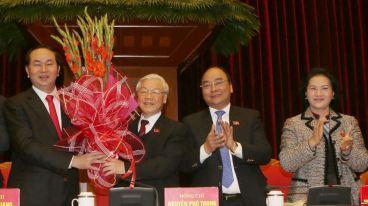 Trong lịch sử 86 năm tồn tại của đảng Cộng sản Việt Nam, có lẽ chưa bao giờ các lãnh đạo đảng lại cảm thấy kém tự tin như hiện nay. Việc cầm quyền không do dân bầu ra khiến họ lúc nào cũng lo sợ bị mất quyền lực, khiến họ nhìn thấy 'thế lực thù địch' ở khắp mọi nơi. Ảnh minh họa. Nguồn: EPA