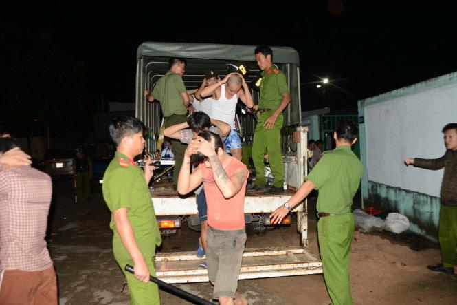 Tính đến 5h ngày 24/10, đã có khoảng 150 học viên cai nghiện trốn trại đã được các lực lượng chức năng bắt trở lại - Ảnh: Tuổi Trẻ