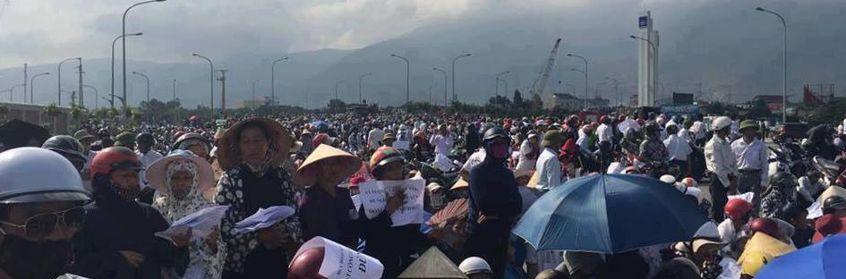 Image result for Người dân miền Trung biểu tình phản đối Formosa