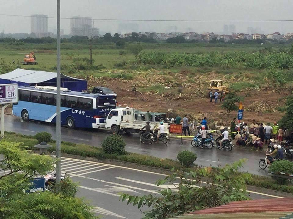Sáng 25.10.2016, tại cánh đồng Dương Nội bị cướp. Ảnh: FB Nguyễn Thiện Nhân