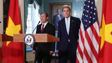 Ông Đinh Thế Huynh, Thường trực Ban bí thư, Ủy viên Bộ Chính trị Đảng CSVN họp báo chung với Ngoại trưởng Mỹ John Kerry hôm 25/10/2016 tại Washington D.C