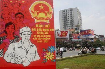 Áp phích ảnh trên đường phố Hà Nội lần bầu cử QH lần thứ 14, ngày 20-5-2016. Nguồn: REUTERS/Kham