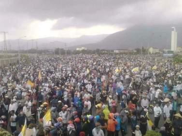 Hơn chục ngàn người dân xuống đường phản đối Formosa. Nguồn: Facebook