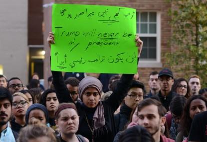 Biểu tình chống Trump trên phố DC. Ảnh: HM