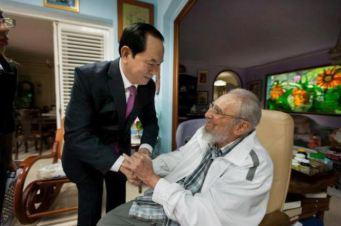 CTN Trần Đại Quang và lãnh tụ Cuba Fidel Castro. Ảnh: Reuters