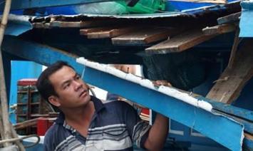 Anh Tống Thành Tiến vẫn chưa hết hoảng hốt sau khi bị tàu hải cảnh Trung Quốc đâm va tại ngư trường Hoàng Sa. Ảnh: TPO