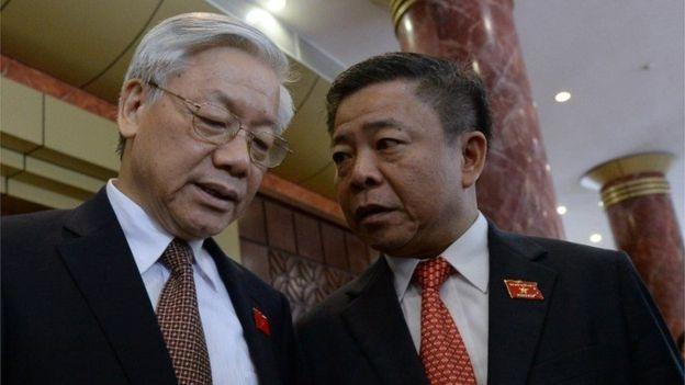 Ông Võ Kim Cự và TBT Nguyễn Phú Trọng tại kỳ họp Quốc hội. Ảnh: AFP