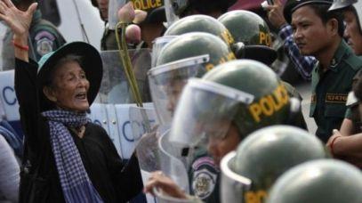 Quy định về sở hữu đất là nguyên nhân của nhiều vụ va chạm ở Việt Nam. Ảnh: Reutes.
