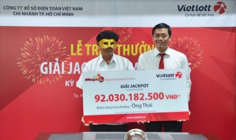 Vietlott trao giải đặc biệt 92 tỉ đồng xổ số kiểu Mỹ cho khách