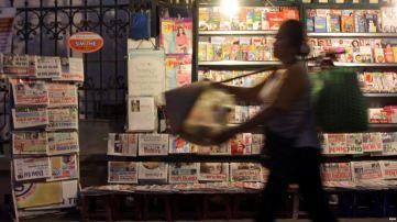 Đảng Cộng sản Việt Nam có một bộ máy tuyên truyền đồ sộ, rộng khắp, chạy hết tốc độ, bao trùm khắp nơi, từ đô thị đông đúc đến hang cùng ngõ hẻm. Ảnh minh họa. Nguồn: EPA