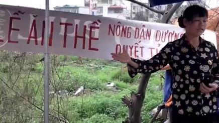 Cấn Thị Thêu trong lễ ăn thề giữ đất Dương Nội. Nguồn: internet