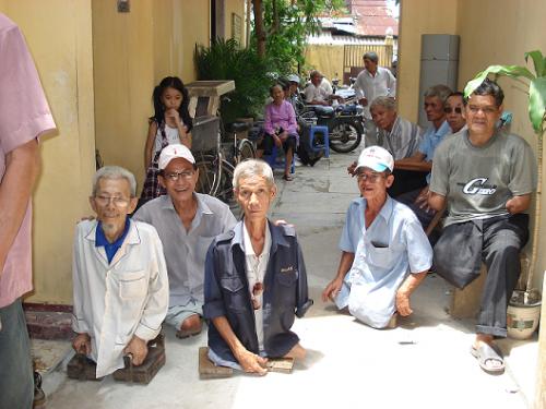 Người Việt Hải Ngoại thường xuyên tổ chức các chương trình gây quỹ, giúp các thương phế binh VNCH, tù chính trị và dân oan. Nguồn: internet