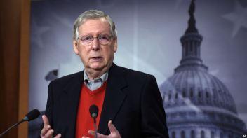 Lãnh đạo phe đa số Thượng viện, Thượng nghị sĩ Mitch McConnell của bang Kentucky, phát biểu trong cuộc họp báo trong Quốc hội ở Washington, ngày 12 tháng 12, 2016. Ảnh: AP