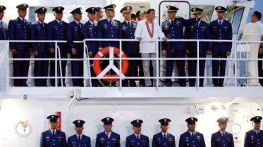 Tổng thống Philippines khai trương tàu tuần tra do Nhật Bản chế tạo cho hải quân nước này. Ảnh: Reuters.