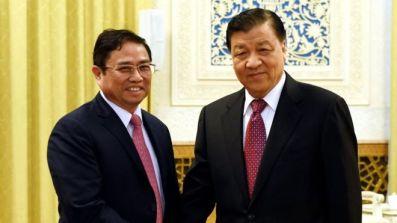 Hai ông Phạm Minh Chính và Lưu Vân Sơn tại Bắc Kinh hôm 12/12. Ảnh: Tân Hoa xã