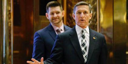 Hai bố con nhà tướng về hưu Flynn tại Trump Tower. Ảnh: Getty