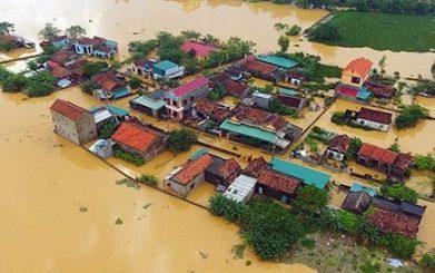 Những ngôi nhà của người dân miền Trung đang chìm trong lũ. Nguồn: internet