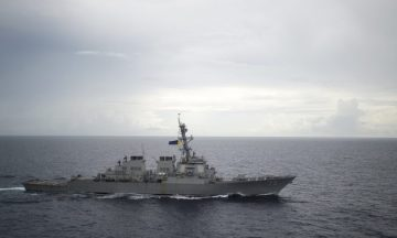 """Hai hàng không mẫu hạm mới của Anh có lẽ sẽ không tham gia các cuộc hành quân """"tự do hàng hải"""" trong vùng biển đang tranh chấp. Ảnh: Diana Quinlan/US Navy via Reuters."""