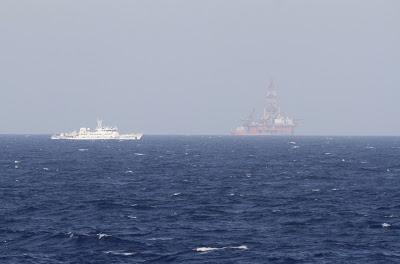 Giàn khoan Hải Dương Thạch Du 981 được Bắc Kinh kéo đến Hoàng Sa tháng 5/2014, gây căng thẳng với Việt Nam. Ảnh: internet