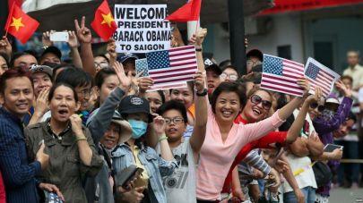 Người dân Sài Gòn hân hoan đón chào Tổng thống Obama. Nguồn: internet
