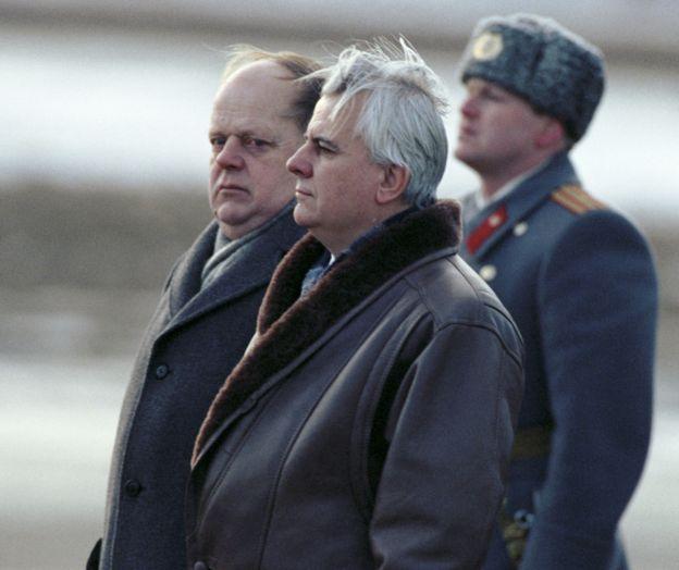 Shushkevich và Kravchuk vào cuối năm 1991. Ảnh: AFP
