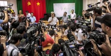 Các phóng viên tham dự một cuộc họp báo về các hoạt động tìm kiếm người mất tích chuyến bay Malaysia Airlines 370 ở đảo Phú Quốc vào ngày 12 Tháng 3 năm 2014. AFP Photo