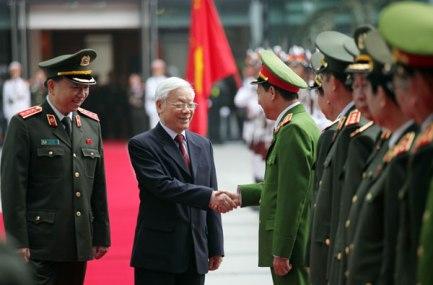 Tổng Bí thư Nguyễn Phú Trọng với lãnh đạo Bộ Công an. (Ảnh: CAND).