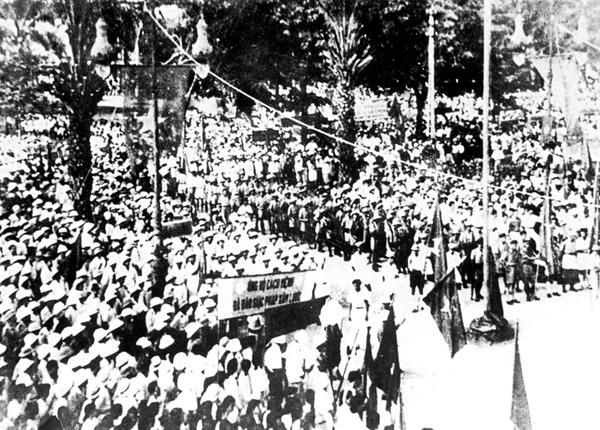 Cướp chính quyền ở Hà Nội ngày 19 tháng 8 năm 1945. Ảnh: internet