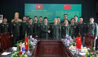 Lực lượng biên phòng VN - TQ. Rất khó phân biệt quân ta hay quân Tàu. Nguồn: báo Lào Cai