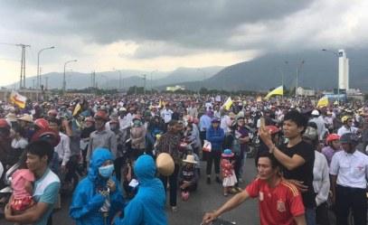 Hàng chục ngàn người dân xuống đường phản đối Formosa vào sáng Chủ Nhật 2 tháng 10 năm 2016