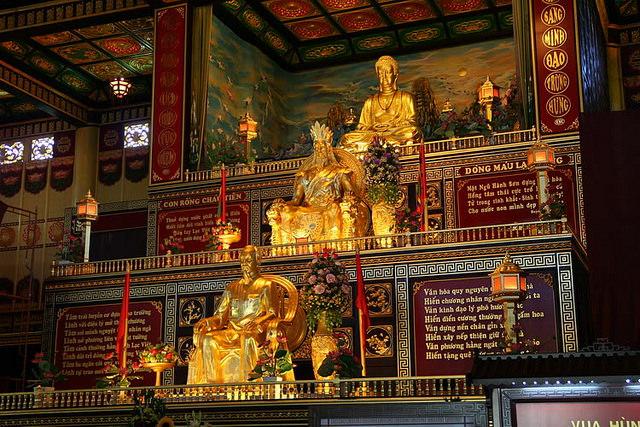 Ông Hồ Chí Minh được đưa vào chùa để thờ chung với Phập. Ảnh: internet