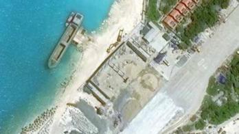 Ảnh vệ tinh ngày 07/11/2016 cho thấy hai nhà chứa máy bay lớn trên đảo Trường Sa Lớn, có khả năng chứa phi cơ giám sát biển PZL M28B hay vận tải cơ CASA C-295 của Không Quân Việt Nam. @csis/amti