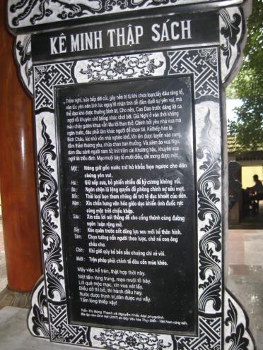 Kê Minh Thập Sách tại đền thờ bà Nguyễn Thị Bích Châu. Nguồn: internet