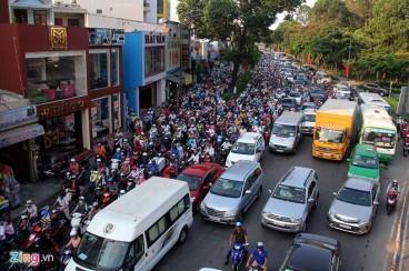 Cửa ngõ sân bay Tân Sơn Nhất thường xuyên ùn tắc giao thông. Ảnh: Lê Quân/ Zing