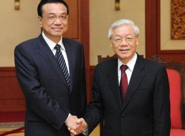 Lãnh đạo Trung - Việt khẳng định tiếp tục tăng cường và kiên trì quan hệ, hợp tác nhiều mặt song phương. Ảnh: Tân Hoa xã.
