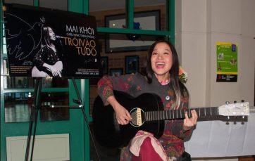 Ca sĩ Mai Khôi trong buổi hát ở vùng Thủ đô Washington ngày 8/1/2017. Ảnh: FB Khai Nguyen