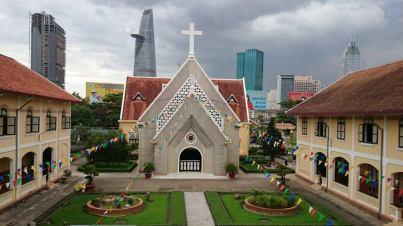 """Ảnh nhà thờ được lấy từ trang Facebook của Lãnh sự quán Canada tại TP HCM; thông tin về lịch sử nhà thờ được lấy từ cuốn """"Luxury and Rubble: Civility and Dispossession in the New Saigon"""" của Erik Harms, Yale University"""