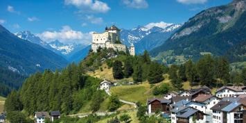 Tarasp Castle ở Thụy Sĩ. Ảnh: internet