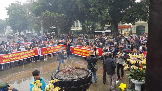 Tưởng niệm tử sĩ Hoàng Sa tại Hà Nội. Ảnh: FB Lê Anh Hùng