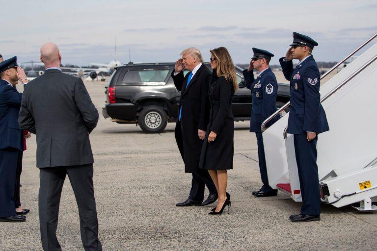 Donald và Melania Trump đang tới Washington DC để chuẩn bị cho lễ nhậm chức vào ngày mai. Ảnh: internet