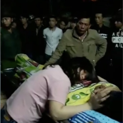Hình nạn nhân Phạm Đăng Toàn và người thân (chụp từ video trên Facebook Tham Nguyen)